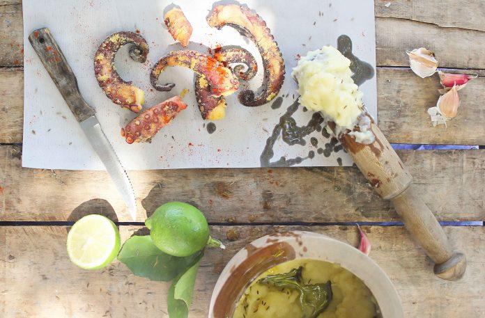 Χταπόδι τηγανιτό με αλιάδα