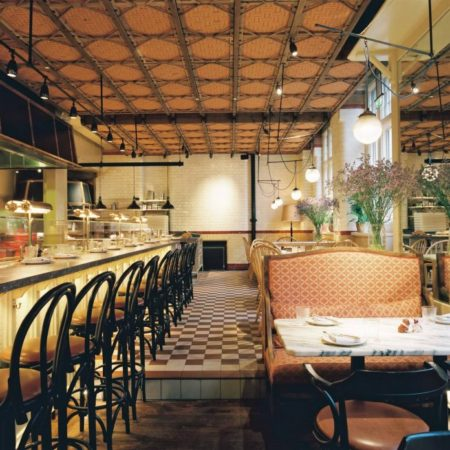 Το διάσημο SAMOS NECTAR 1980 σε δύο από τα καλύτερα εστιατόρια του Λονδίνου